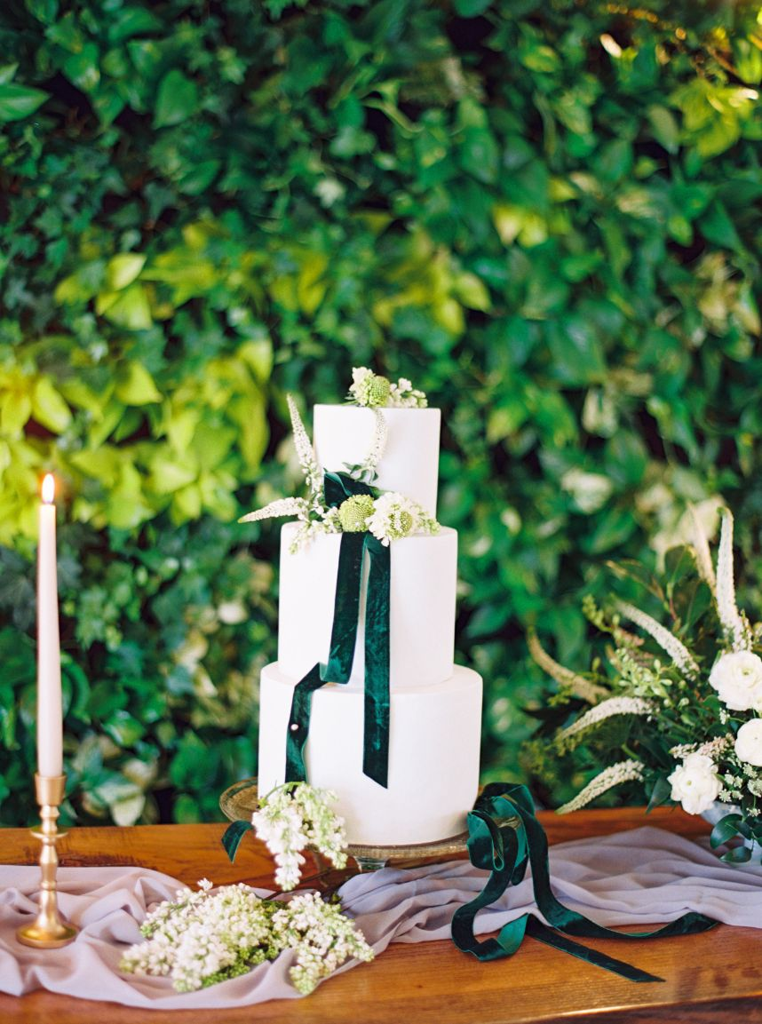 Everything You Need to Know About Ordering a Wedding Cake