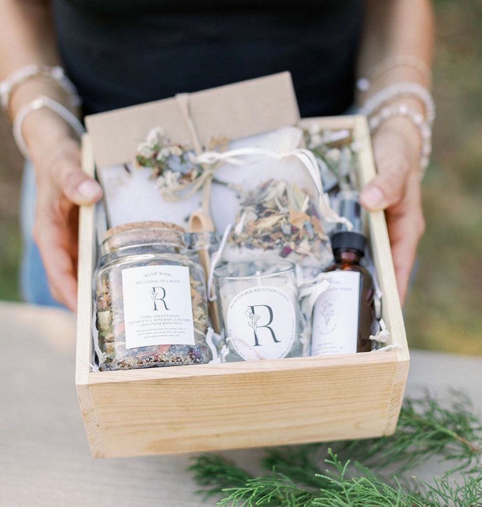 This eco-friendly gift idea is bringing a fresh perspective to the floral scene! ? Meet Earthy Girl Gifts by rlovefloral,