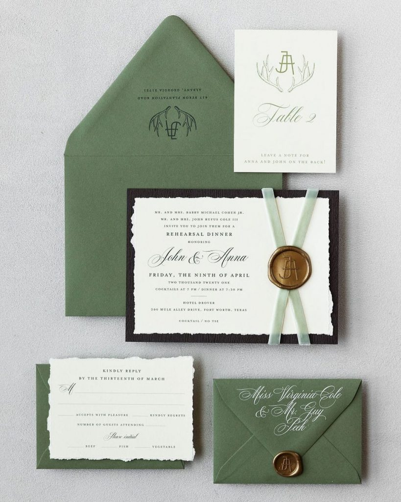 Does it get more TEXAS than incorporating a cattle brand on your rehearsal dinner invitation suite? We think not. ?