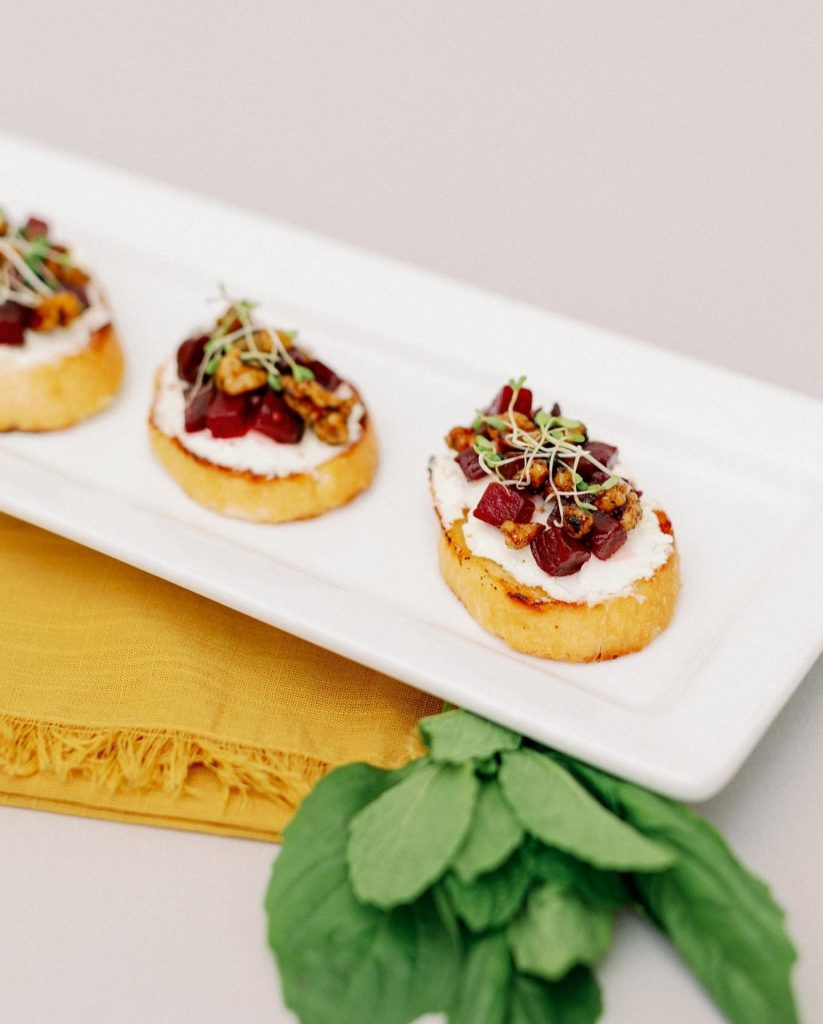 What's your appetizer style? 1. Bruschetta, 2. Mini tacos or 3. Biscuit Bites? Tell us in the comments! ?? And