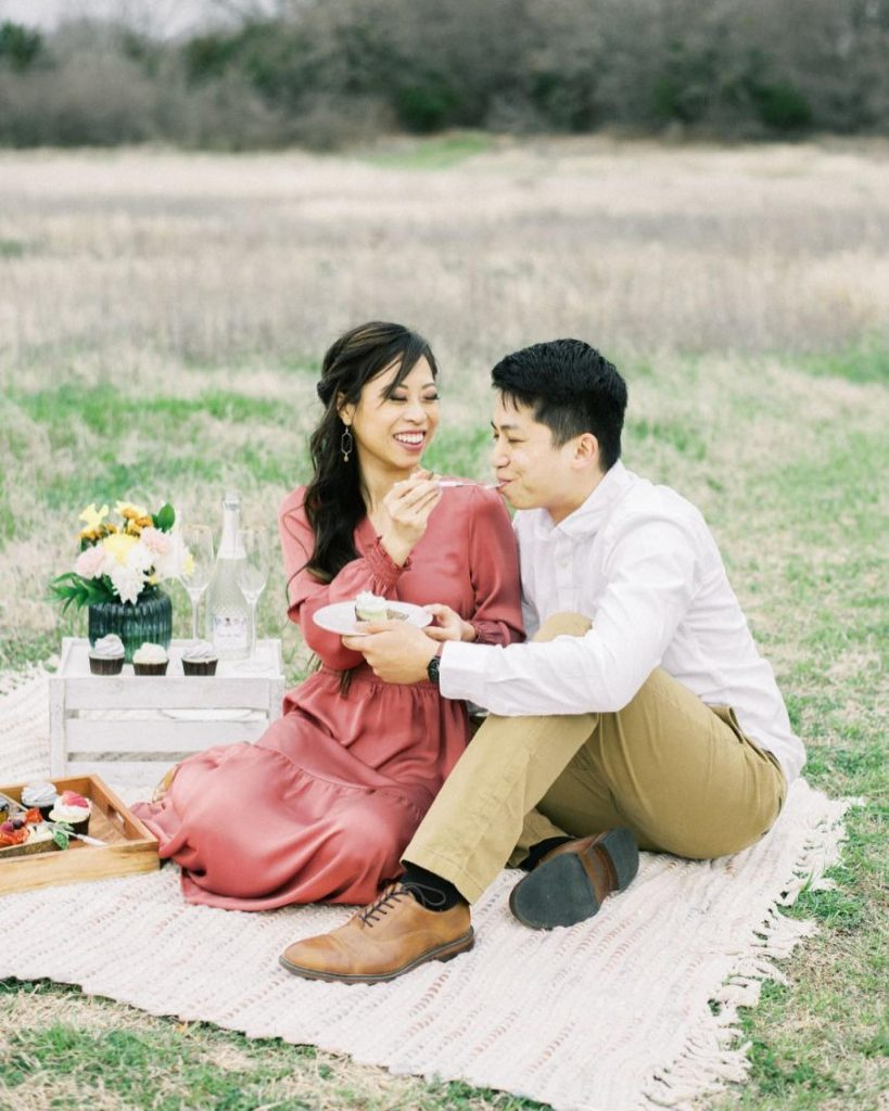 Hallie + Jack celebrated their engagement in the cutest way possible – a spring picnic captured by chualeephotography! ? See