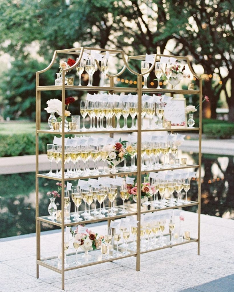 Sip and be seated with this gorgeous seating chart display designed by the planning team at engagedeventsdallas! ? // Photo: