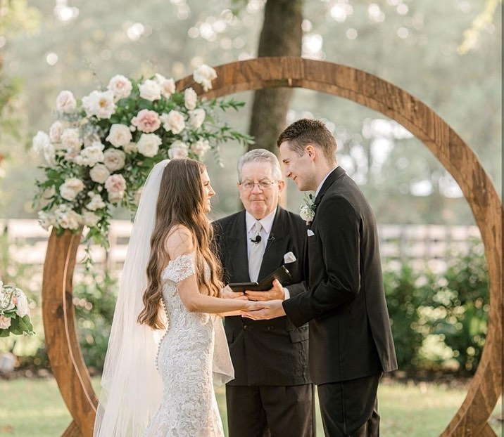 """We asked gabycaskeyphoto, what times in the day are you watching for those oh-so-sweet photo moments? """"Some of my favorite"""