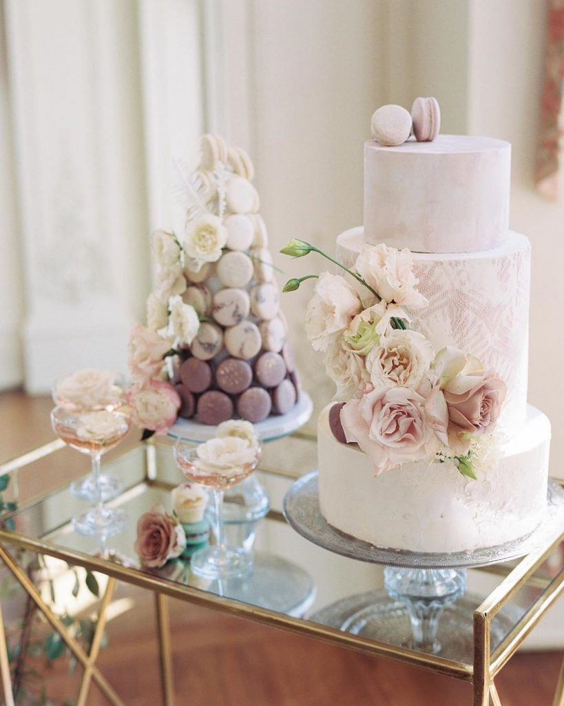 Dreamiest dessert duo ever?! butterlfycakery never ceases to amaze us with her incredibly beautiful confectionary creations, and this mauve textured