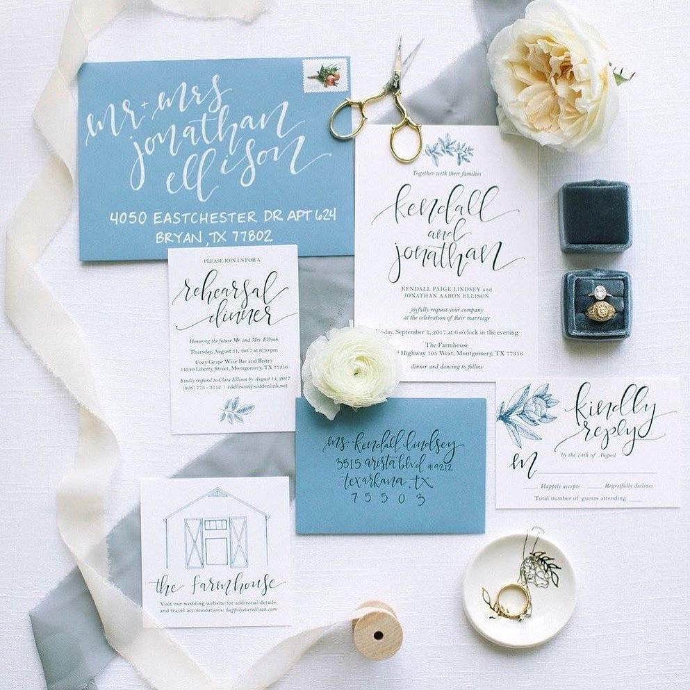 Is this not the cutest custom calligraphy invitation suite ever?! ellis.paige.calligraphy is such a pro, and these soft blue hues