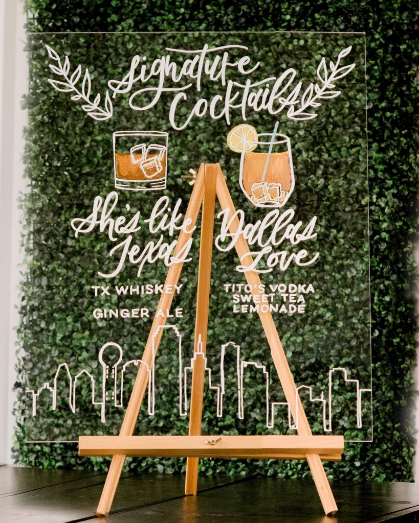 His or hers? Take your pick! ??Signature cocktails are easily one of our favorite wedding details. And what better way
