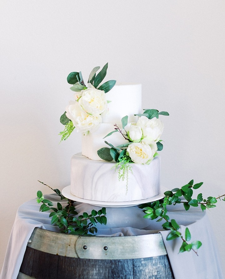 This seriously SWEET marble cake by unclewilliespies has us swooning! Tell us, do you have this trend on your wedding