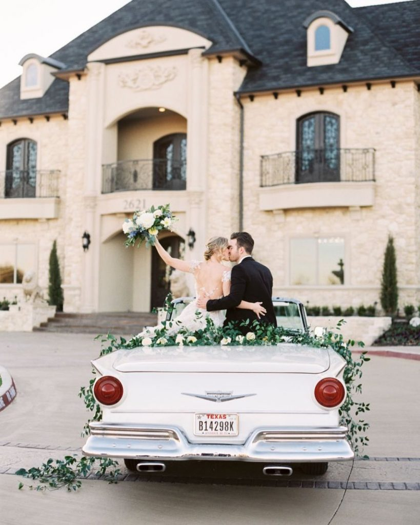 There are so many stepsto planning a wedding. Some of thelogistical details are easy to overlook! Planning weddingtransportation to and
