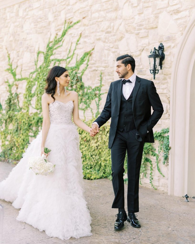 This classically elegant wedding inspiration is giving us total Vogue Wedding vibes! ? Showcasing a simplistic, modern take on old