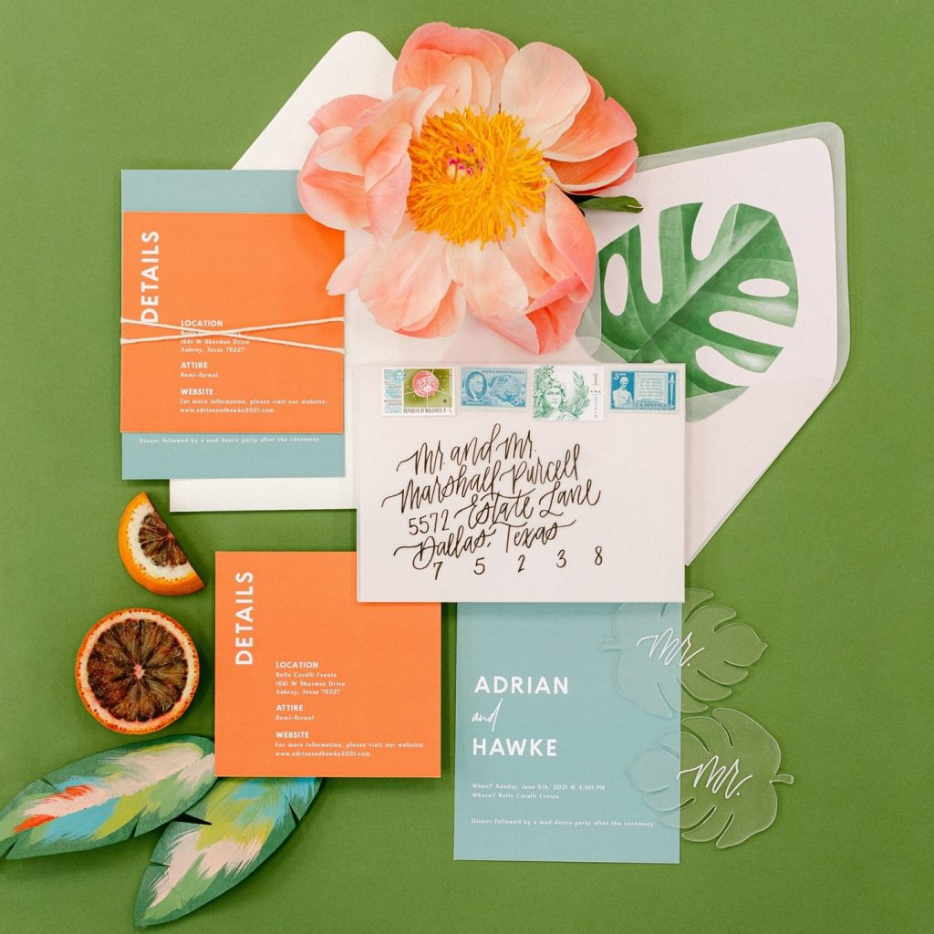 Nothing says SUMMER quite like tropic details! ? This island-hued invitation suite designed by bethanyslettershop has us ready to jump