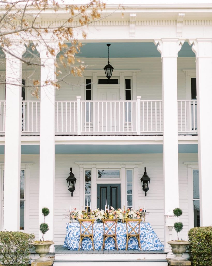 Here to brighten up your day with this cheery mansion wedding inspiration planned + designed by mkeventboutique in the happiest