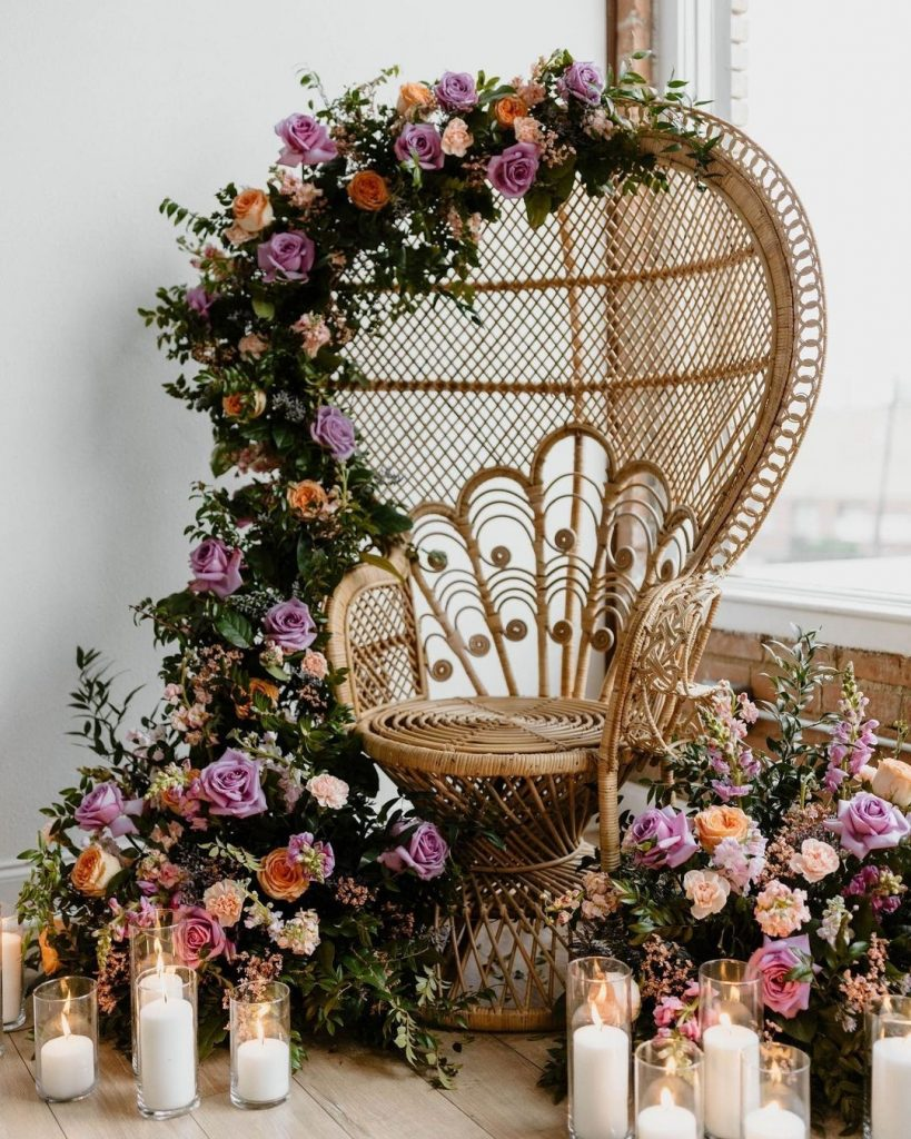 It's not everyday that we stumble across a jaw-dropping floral design like this! We are SHOOK by behold_floral_design's talents! 🤩
