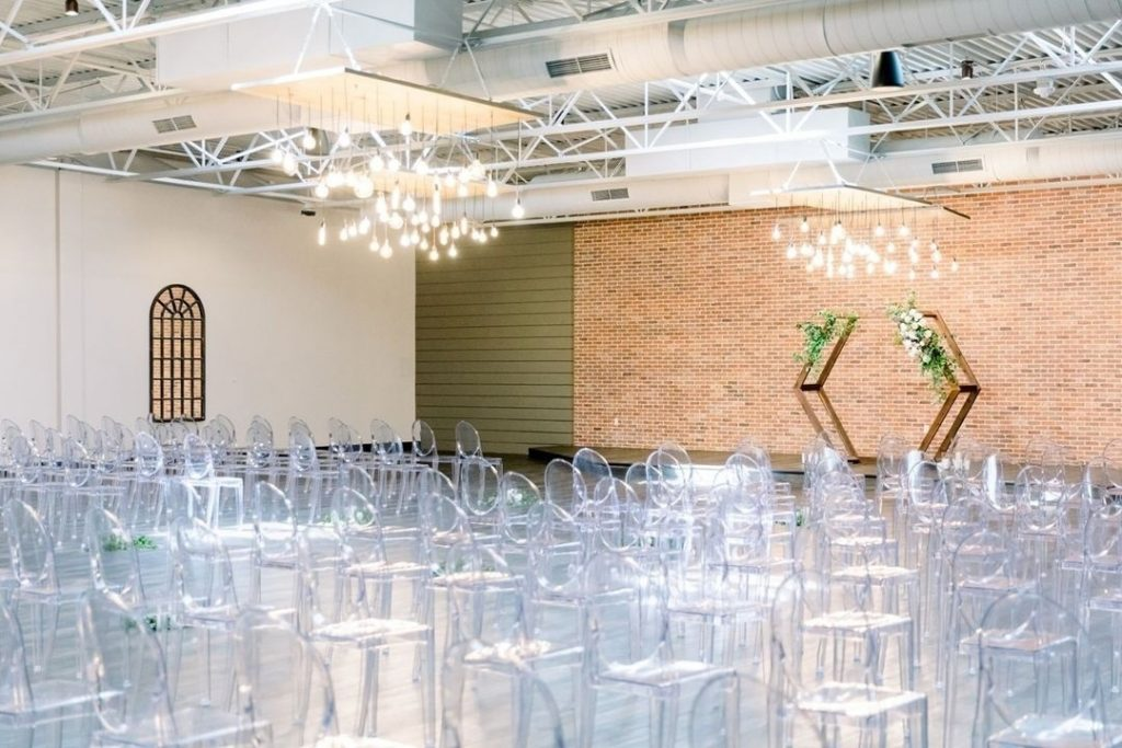Industrial wedding VIBES! ✨✨✨ How would you dress up your wedding space at monroepearson? // Photo: christarobeyphotography • • Brides