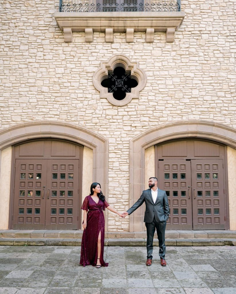 Elizabeth + Liejo look like royalty in their Las Colinas engagement session along the romantic Mandalay Canal Walk. ✨ See
