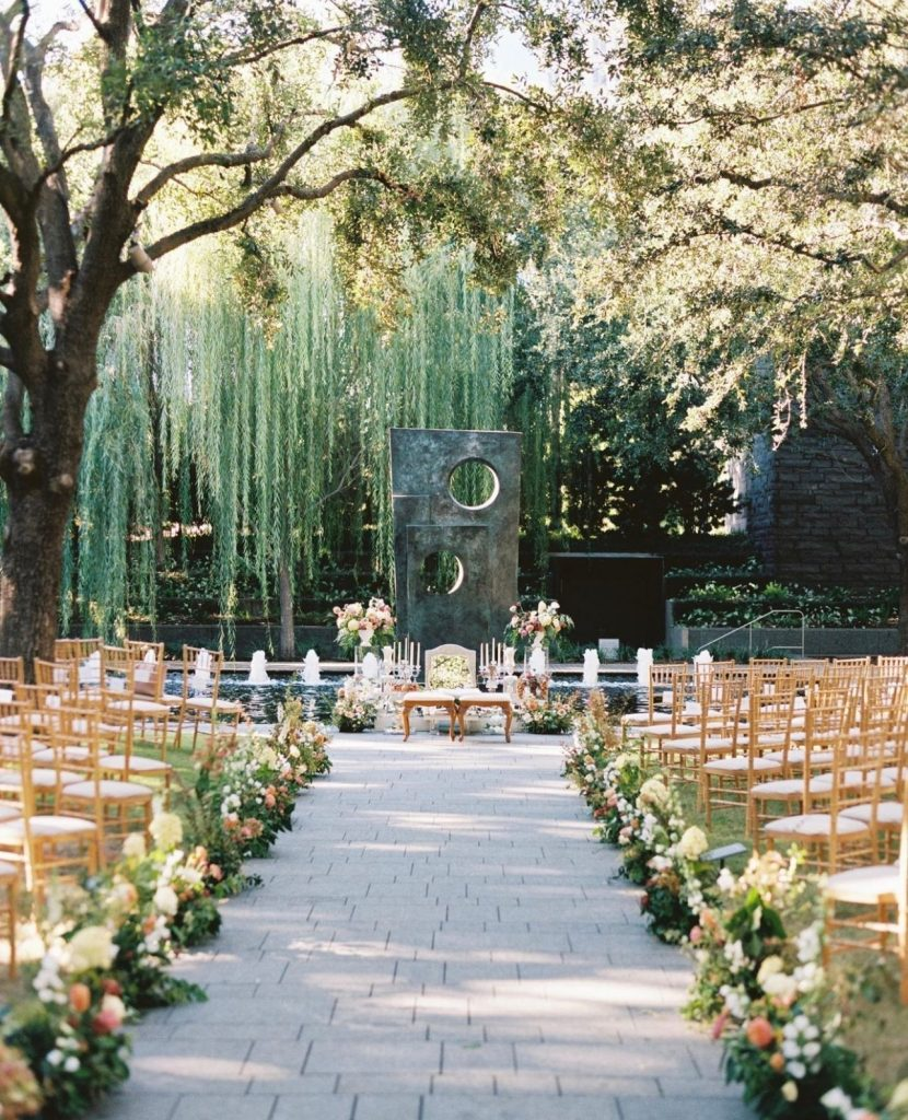 Picturing your own wedding in the nasherevents garden after seeing this pic? We thought so.🌸 // Photo: shannons_photo  