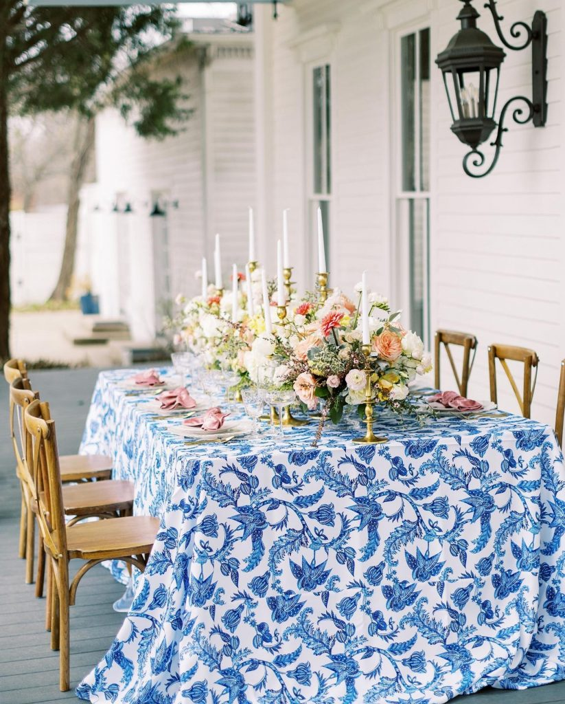Destination wedding vibes without ever leaving North Texas? Yes, please! This summery palette of cerulean, coral and sunshine yellow is